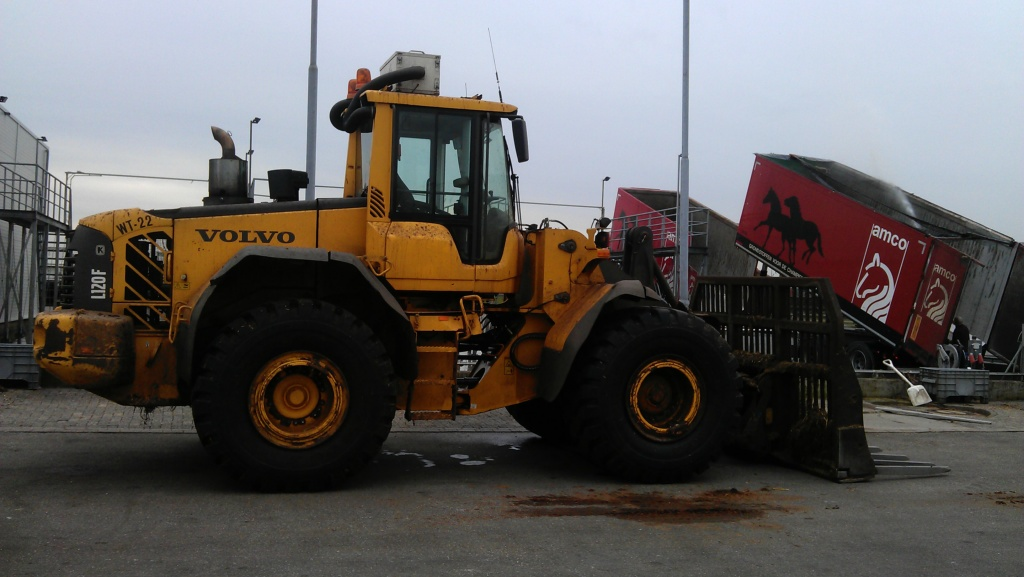 Composting Volvo L120 F loading shovel with Arctic Air clean cab protection system.